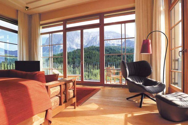 Die Ausstattung der Zimmer und Suiten ist zeitlos elegant. (Foto: Schloss Elmau)