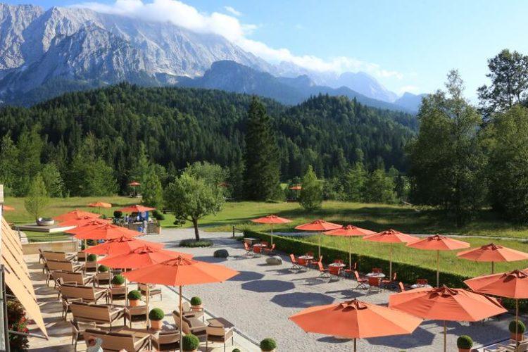 Das Resort ist nur über eine private Mautstraße zu erreichen, die am Hotel endet.  (Foto: Schloss Elmau)